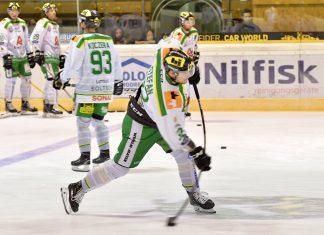 Daniel Stefan musste verletzt vom Eis!