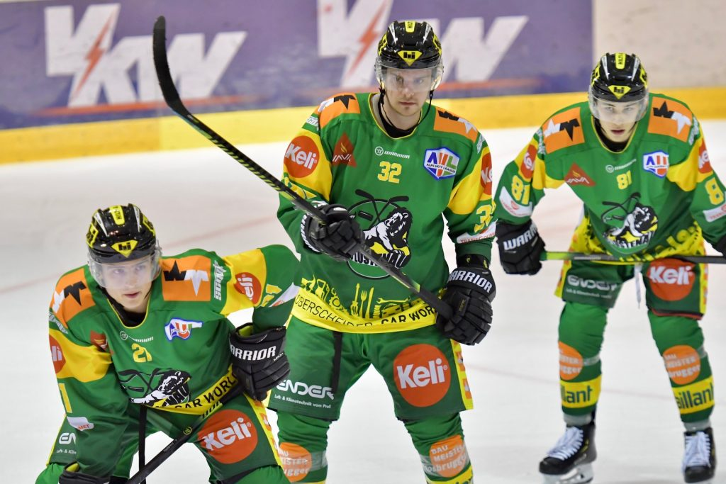 In einer Woche vier Spiele ist für den EHC Lustenau sehr intensiv. Auch für Daniel Stefan#32 eine große Herausforderung der neben dem Eishockey auch noch einen 40 Stunden Job nachgeht!